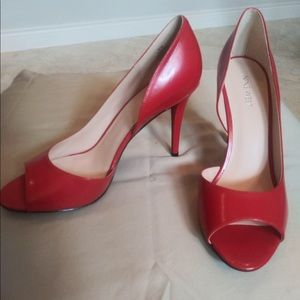| Nine West | Red Pumps